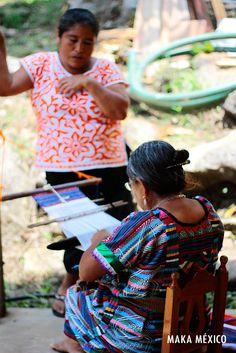 Artesanas mexicanas plasman la belleza del arte mexicano, en cada una de las piezas que elaboran. #MakaMéxico #Artesanía #DiseñoMexicano