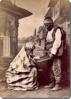 Eski zamanların İstanbul'uSultanahmet / Soğukçeşme Sokağı - 1870 Istanbul Pictures, Ottoman Empire, Historical Pictures, Moorish, Historical Costume, Victorian Era, Love Art, My Images, Old Photos