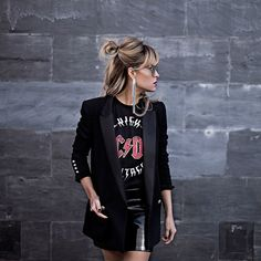 Look grunge monochrome mode rock, mode femme rock, look rock femme, vetemen Rock Outfits, Casual Outfits, Band Shirt Outfits, Black Tshirt Outfit, Modern Outfits, Summer Outfits, Girl Outfits, Boyish Style, My Style