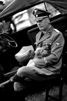 SS-Schule Tölz - German officer and his dog