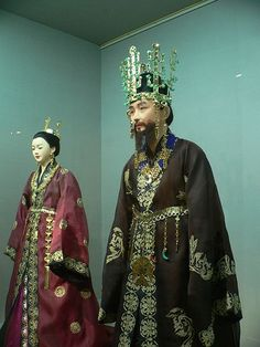 Traditional clothing for Silla period Korean dress -- king and queen. Note the antler headdress and jade ornaments.