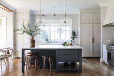 Modern Kitchen Interior Park and Oak kitchen - White Interior Design, Home Interior, Interior Design Kitchen, Bohemian Interior, Home Decor Kitchen, New Kitchen, Kitchen Ideas, Decorating Kitchen, Updated Kitchen