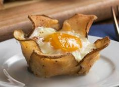 Sweet Potato Breakfast Cups Recipe by Tasty Baked Breakfast Recipes, Breakfast Cups, Sweet Potato Breakfast, Herb Roasted Potatoes, Crispy Potatoes, Sliced Potatoes, Garlic Parmesan Potatoes, Quiche Recipes, Potato Recipes