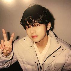 Read 23 from the story Depented -Kim Taehyung✔️ by godiskook (†) with reads. Taehyung beni bırakıp gideli neredeyse 2 ay o. Bts Taehyung, Jimin Jungkook, Bts Bangtan Boy, Daegu, Make Up Geek, Park Ji Min, Foto Bts, Kpop, V Model