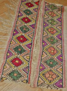 Embroidered 'sofra peşkir' (hand towel, used during meals). From the Konya region, late-Ottoman era, early 20th century.  (Source: Antika Osmanlı Tekstil, Istanbul).
