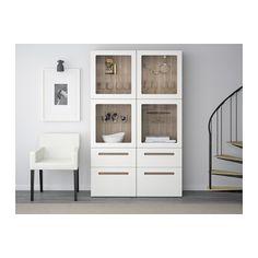 BESTÅ Vitrine - grau las. Nussbaumnachb./Marviken Klarglas weiß, Schubladenschiene, sanft schließend - IKEA