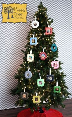 Are you looking for Christmas Tree Stand Ideas for this Festival? See our collection full of Christmas Tree Stand Ideas for this Festival and get inspired! Best Christmas Tree Decorations, Types Of Christmas Trees, Christmas Tree Design, Beautiful Christmas Trees, All Things Christmas, Christmas Diy, Holiday Decor, Christmas Markets, Christmas Wreaths