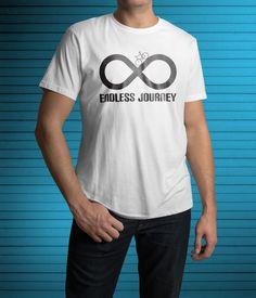 """Férfi póló """"Endless Journey"""" mintával. Biciklin ülve az utazás maga a cél. Pólóink férfi és női változatban is elérhetőek. Kattints és rendeld meg a shopban!"""