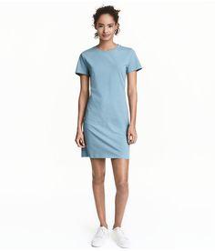 Kolla in det här! En kortärmad klänning i mjuk bomullstrikå.  - Besök hm.com för ännu fler favoriter.