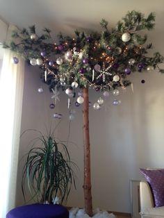 Albero di natale moderno colore viola - modern christmas tree, white and purple