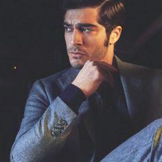 Hayat And Murat, Turkish Actors, Beautiful Actresses, My Hero, Men Sweater, Celebrities, Hande Ercel, Fictional Characters, Fashion