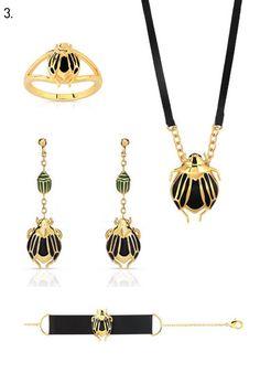 La collection « Insect Galery » de Maty, de 45€ à 99€ : le collier, la bague, les boucles d'oreilles et le bracelet.    Exclusivement noir et dorés, les scarabées de Maty revisitent les parures égyptiennes.
