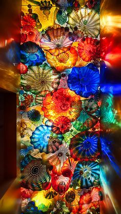chihuly, please come decorate my house in your spare time. love, jessie Glass creations by Dale Chihuly Dale Chihuly, Instalation Art, Wow Art, City Art, Mosaic Glass, Stained Glass, Colored Glass, Rainbow Colors, Amazing Art