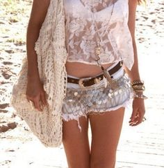 Beach grunge style, boho chic crochet purse & crop top, modern hippie jean cut off shorts with gypsy style coin embellishments. Style Indie, Gypsy Style, Hippie Style, Grunge Style, Boho Gypsy, Bohemian Mode, Bohemian Style, Boho Chic, Bohemian Summer