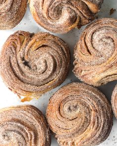 These flaky breakfast buns are croissant muffins (cruffins) made out of a buttery brioche dough and rolled up with chai spiced sugar. Then they're tossed in even more spiced sugar when hot! Mini Croissant, Croissant Dough, Croissants, Ma Baker, Breakfast Recipes, Dessert Recipes, Brunch, Churros, Chai