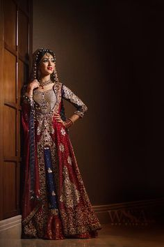 Tery khawaboo ka bhi hai shoq Teri yadoon mein bhi hai maza Samjh mein nahi atta so kar tera Dedaar karon Ya jaag kar tera yaad karon. Pakistani Wedding Dresses, Pakistani Outfits, Indian Dresses, Indian Outfits, Desi Bride, Desi Wedding, India Wedding, Lehenga, Anarkali