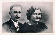 Father and Mother of the Dionne Quintuples | Oliva-Edouard Dionne (1904–1979) and Elzire (Legros) Dionne (1909–1986) were married on September 15, 1925 | Souvenir postcard