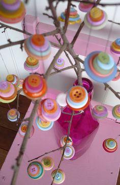 decorazione albero con i bottoni