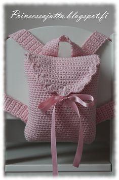 Ripaus tunnelmaa -blogin Heidi (klik) oli tehnyt söpön repun omalle tyttärelleen, ja idea pienestä virkatusta repus...