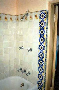 Marilyn Monroe's bathroom at her home in Brentwood on Helena Drive. It was decorated with hand-picked Mexican tiles, on the walls, above the sink and around the bathtub. Marilyn Monroe House, Marylin Monroe, Norma Jeane, Bathtub, Mexican Tiles, Powder Room, Star Pics, Final Days, Blue Tiles
