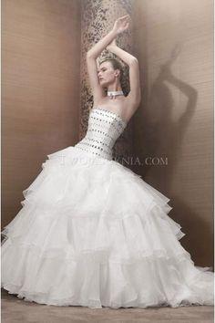 Pronuptia Paris robes de mariée tulle princesse traîne chapelle cristal sans bretelles