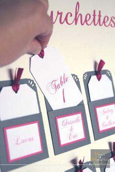 Plan de table mini pochettes escord card gris et fushia