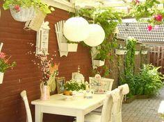 jardim lateral com mesa