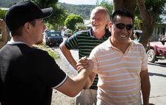 Ramón Rioseco visitó nuevamente el sur de la provincia Estuvo en San Martín y Junín de los Andes. El viernes, caminó junto al intendente Juan Carlos Fernández las calles del barrio Las Rosas, de San Martín. VER NOTA COMPLETA EN: http://smandespatagonia.com.ar/index.php/categorias/62-politica/3982-ram%C3%B3n-rioseco-visit%C3%B3-nuevamente-el-sur-de-la-provincia.html