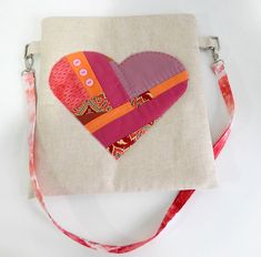 Cosmetic Bag of Linen Tutorial ~ DIY Tutorial Ideas! Diy Pouch Tutorial, Cosmetic Bag Tutorial, Coin Purse Tutorial, Patchwork Tutorial, Sac Vanessa Bruno, Japanese Patchwork, Patchwork Bags, Bag Patterns To Sew, Sewing Patterns