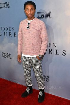 Pharrell is one of my favorite fashion icons because he doesn't dress like anybody else and he also has his own clothing brand and their jeans are really good jeans. Urban Fashion, Boy Fashion, Mens Fashion, Pharrell Williams, Casual Fall, Men Casual, Best Jeans, Sweater Weather, Gq