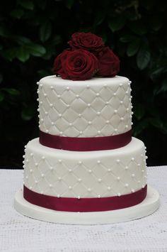 Elegante Hochzeitstorte im Farbschema rosa, weiß, silber von www ...