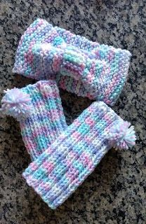Tricotando com a Kah: Turbante e Polainas infantil Crochet Baby Boots, Knit Crochet, Baby Patterns, Crochet Patterns, Crochet Leg Warmers, Baby Winter, Hand Warmers, Fingerless Gloves, Baby Knitting