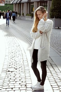 Fantastic Screen scandinavian Style Clothing Thoughts Would it be time to change up your look? Bring a bit of intricacy and class in order to your daily Outfits Casual, Cardigan Outfits, Mode Outfits, Fashion Outfits, Long Cardigan, Oversized Cardigan, Fall Outfits, Scandi Chic, Scandi Style
