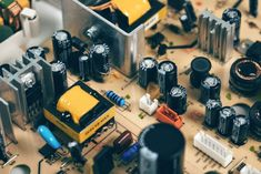 Capacitors are found abundantly in electronic components. Here's an overview of the different types of capacitors used in electronic equipment. Electronics Projects, Power Electronics, Electronics Storage, Electronics Components, Electronics Gadgets, Electronic Gifts For Men, Electronic Shop, Electronic Devices, Google Calendar