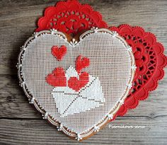 Gingerbread heart for Valentine's Day My Funny Valentine, Valentine Day Love, Heart Cookies, Fun Cookies, Stitch Cake, Gingerbread Decorations, Gingerbread Men, Valentine Day Cupcakes, Royal Icing Cookies
