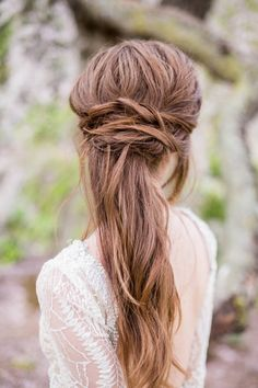 If you have long or medium-length hair and love to look totally now, don't miss these fabulous new trends in half-up –half-down hairstyles! This season's new half-up half-down hairstyles are beautiful Bridesmaid Hair Medium Length, Bridesmaid Hair Half Up, Wedding Hair Half, Romantic Wedding Hair, Wedding Dress, Wedding Bands, Loose Hairstyles, Straight Hairstyles, Wedding Hairstyles