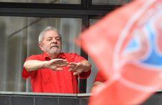Lula vai a Brasília discutir ministério e impacto da delação de Delcídio