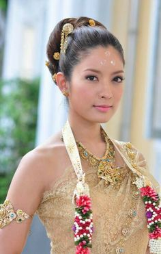 Thai actresses in Thai traditional dresses Thai Traditional Dress, Traditional Fashion, Traditional Wedding, Traditional Outfits, Thai Wedding Dress, Wedding Dresses, Khmer Wedding, Wedding Attire, Beautiful Asian Women