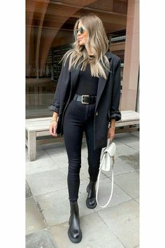 Casual Winter Outfits, Winter Fashion Outfits, Classy Outfits, Look Fashion, Chic Outfits, Trendy Outfits, All Black Outfit Casual, All Black Outfits For Women, All Black Fashion