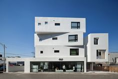 Image 5 of 29 from gallery of Inter White / Architects Group RAUM. Photograph by Yoon Joon-hwan Concrete Architecture, Space Architecture, Amazing Architecture, Facade Design, House Design, Walter Gropius, Corner House, Exterior, Gallery