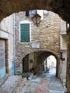 Cipressa (IM), una porta