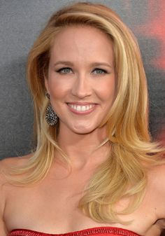 Anna Camp's Blonde, Flipped Layers