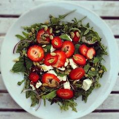 Perfect early summer salad - ruccola, feta, red onions, mint leaves, pumpkin seeds and sliced strawberries!!