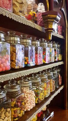 Hocus Pocus zoetwaren Oudewater Hocus Pocus, Netherlands, Pantry, Sweet Home, Organization, Decor, Animals, Cupboard Shelves, Houses