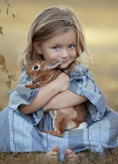 Cute children and animals So Cute Baby, Cute Babies, Animals For Kids, Cute Baby Animals, Animals And Pets, Smiling Animals, Nocturnal Animals, Happy Animals, Cute Kids Pics