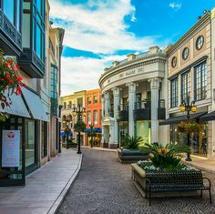 Rodeo Drive in Beverly Hills is compromised of the most luxurious shopping, dining & hotel destinations in the world while hosting flagship stores for global brands.