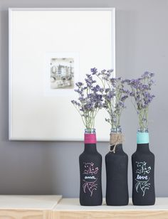 Botellitas de refresco recicladas con pintura pizarra (chalk paint){by Azucarillos de Colores}