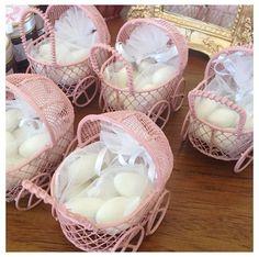 Lembrancinha de Maternidade.  Carrinhos de bebê com doces