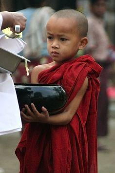 The littlest Monk - Mandalay Myanmar✔zϮ