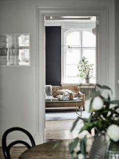 Post: Elegantes paredes negras --> blog decoración nórdica, decoracion dormitorios, decoración pisos pequeños, decoración salones, Elegantes paredes negras, estilo escandinavo, estilo nórdico blanco y negro, salón negro